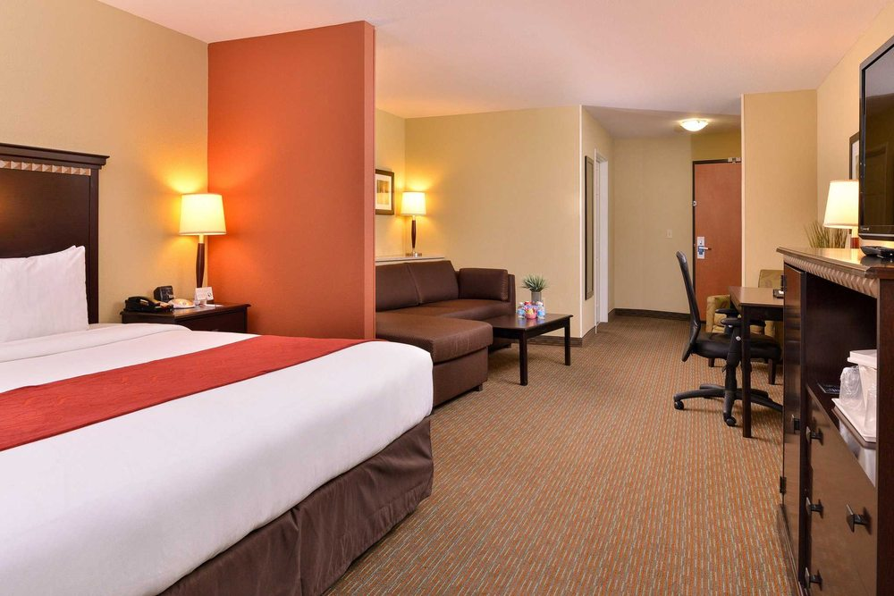 Comfort Suites Urbana Champaign, University Area: 2001 North Lincoln Ave, Urbana, IL
