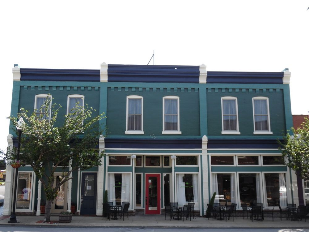 Trail Suites Inn: 117 S Main St, Lawrenceburg, KY