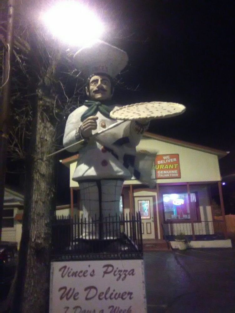 Vince's Pizza & Family Restaurant: 1071 N 7th St, Rochelle, IL
