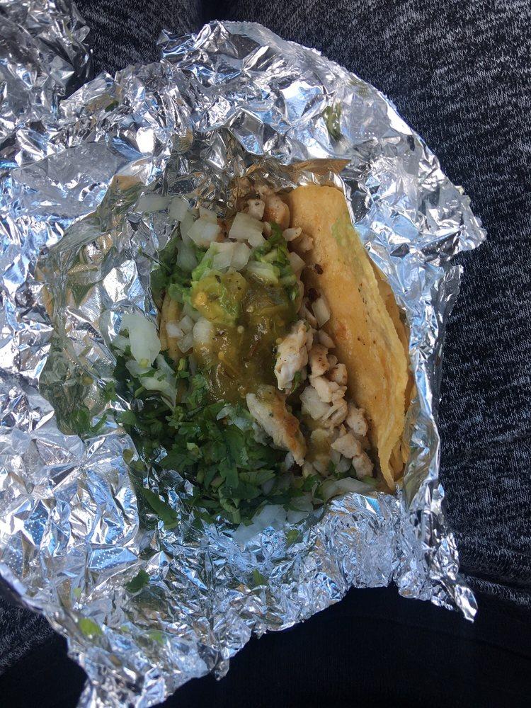 Taqueria El Taco Grill: 14722 Hwy 6, Rosharon, TX