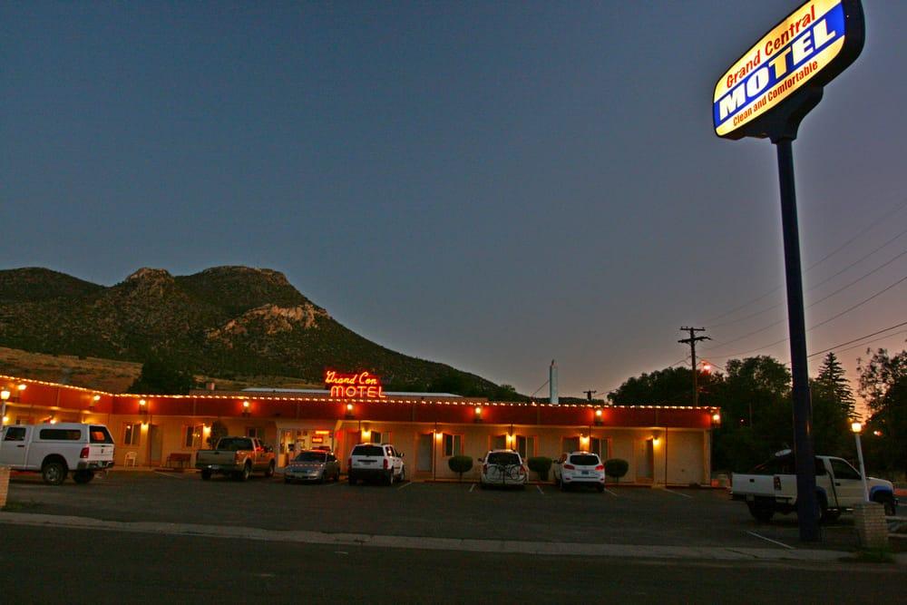 Grand Central Motel: 1498 Lyons Ave, Ely, NV