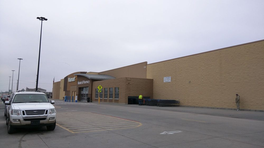 Walmart Supercenter: 719 W 7th Ave, Augusta, KS