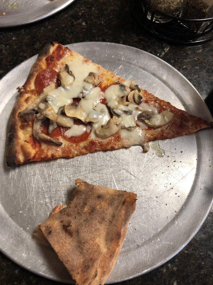 Villaggio's Pizzeria: 179 N Main St, Newberry, FL