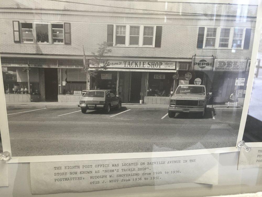 Bayville Deli & Pizzeria: 261 Bayville Ave, Bayville, NY