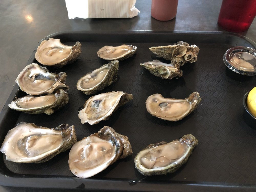 Dave's Oyster Bar and Grill: 4699 Gulf Breeze Pkwy, Gulf Breeze, FL