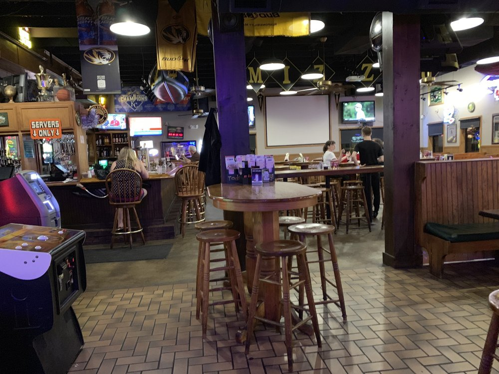 Clancy's Cafe & Pub: 800 NW S Outer Rd, Blue Springs, MO