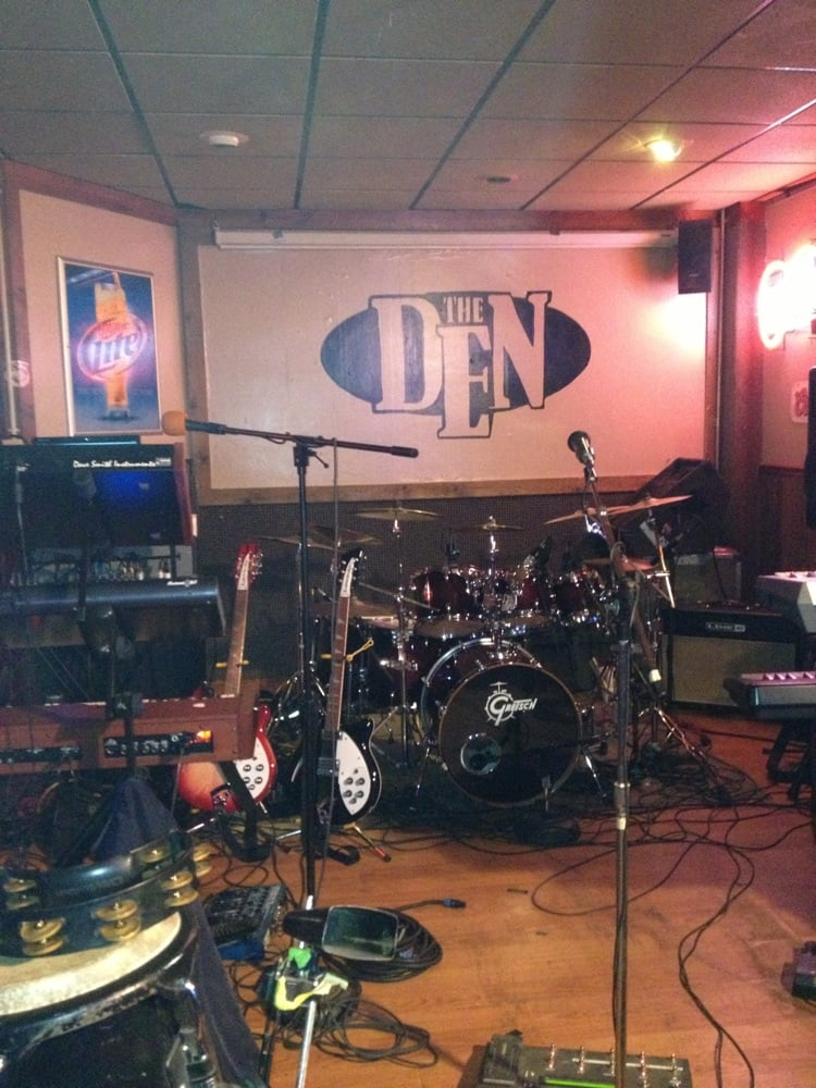 The Den: 282 Lexington Ave, Mansfield, OH