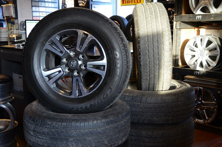 Used Tires Des Moines >> Earl S Tire New 15 Photos Tires 4260 Nw 2nd St Des Moines