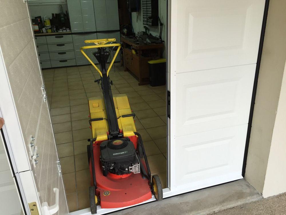 Porte de garage sectionnelle avec portillon yelp - Automatisme porte de garage sectionnelle ...