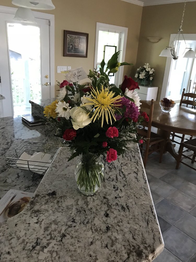 Brown's Flower Shop: 308 Highway 158 E, Littleton, NC