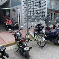 Italians Rent And Sell Scooters Scooter Rentals 1059 Collins Ave