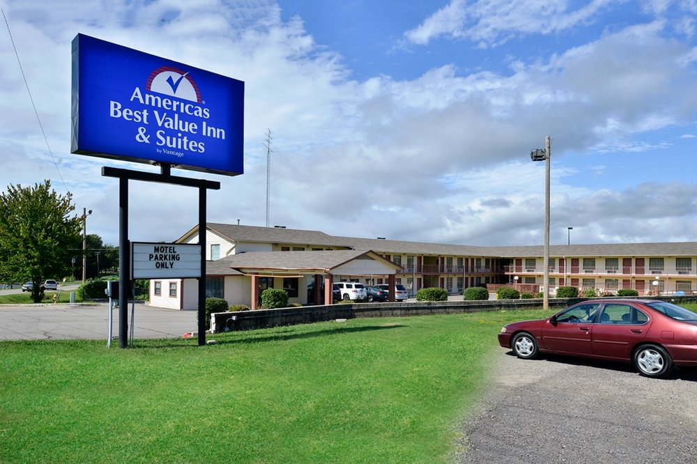 Americas Best Value Inn & Suites Russellville: 204 Lake Front Drive, Russellville, AR