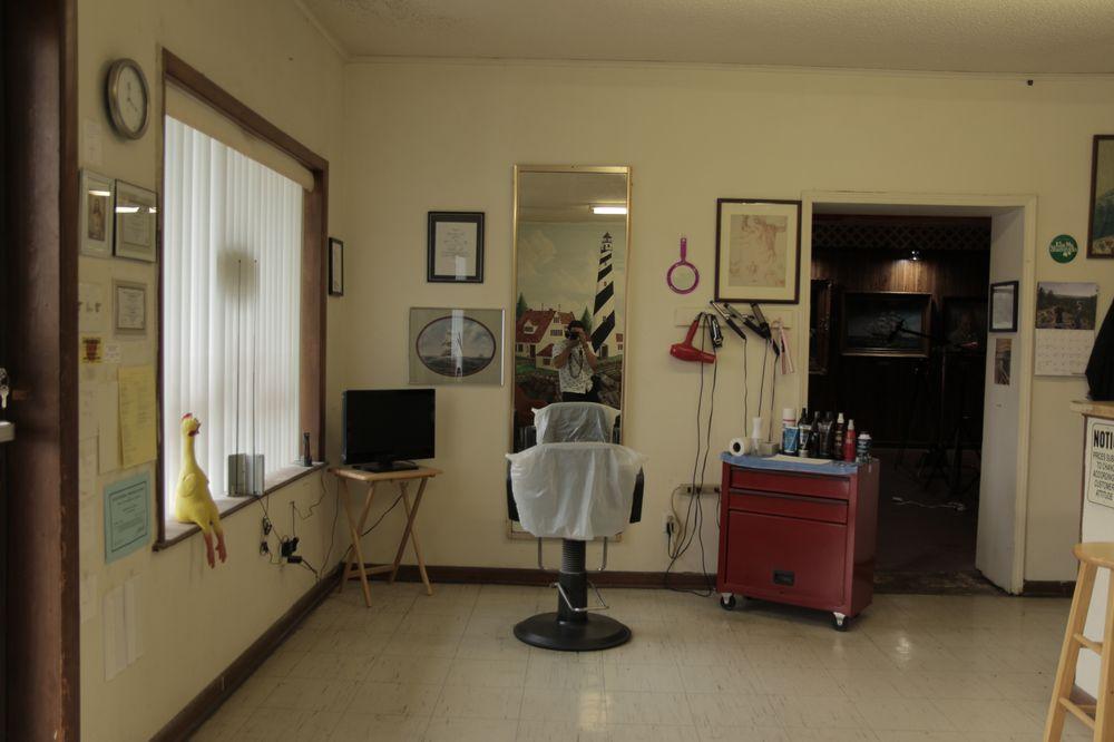 Roberta Salon 122: 118 S 1st St, Jacksonville, AR