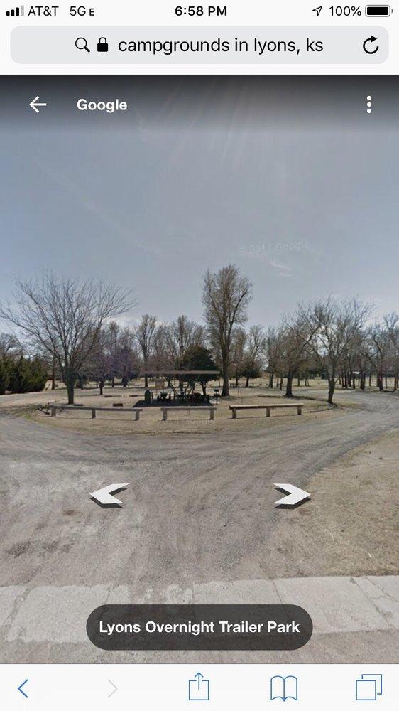 Lyons Overnight Trailer Park: 600 W Taylor St, Lyons, KS