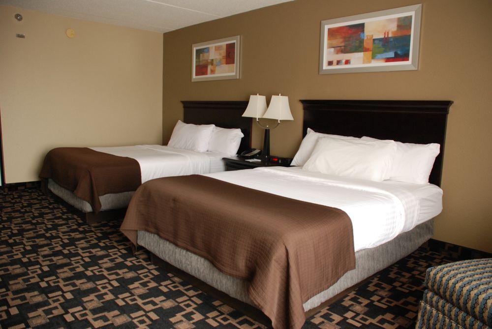 The Plaza Hotel & Suites: 1025 Hwy 61 E, Winona, MN