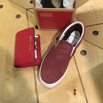 621654360c90e Vans - 26 Reviews - Shoe Stores - 9301 Tampa Ave