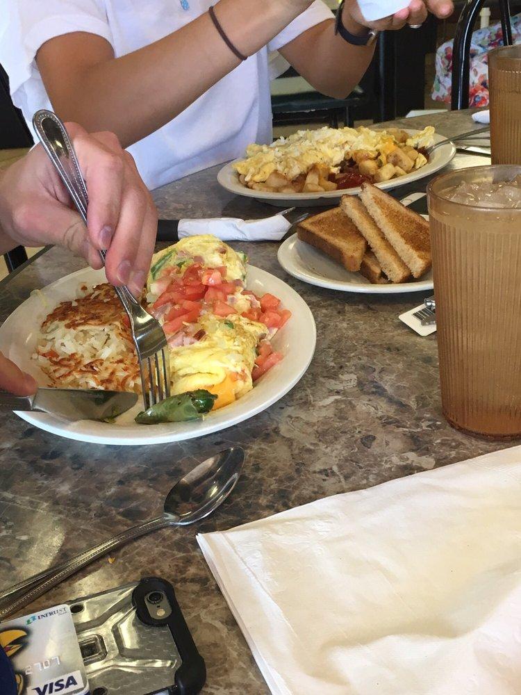 Livingston's Diner: 9747 E 21st St N, Wichita, KS