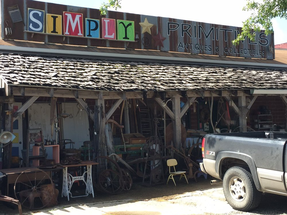 Simply Primitives: 200 E Auberry Grove, Jamesport, MO