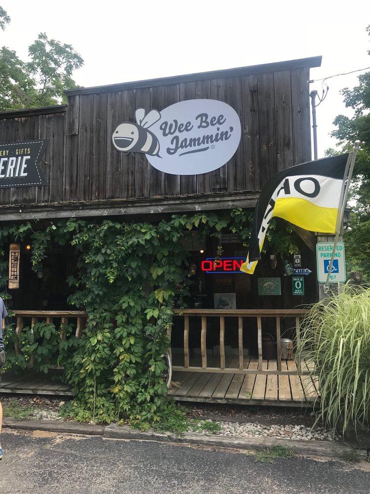 Wee Bee Jammin': 8925 Norconk Rd, Bear Lake, MI