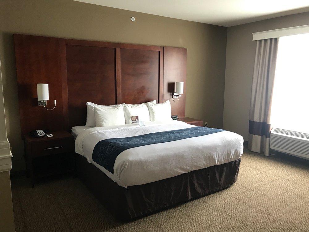 Comfort Suites: 2700 West Wyatt Earp  Blvd, Dodge City, KS