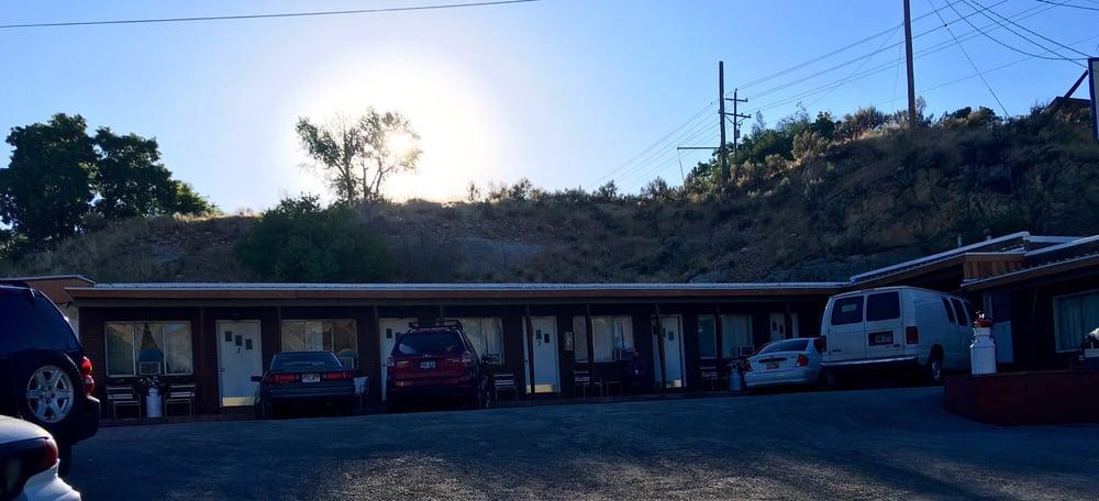 Blonquist Motel: 99 S Main St, Coalville, UT