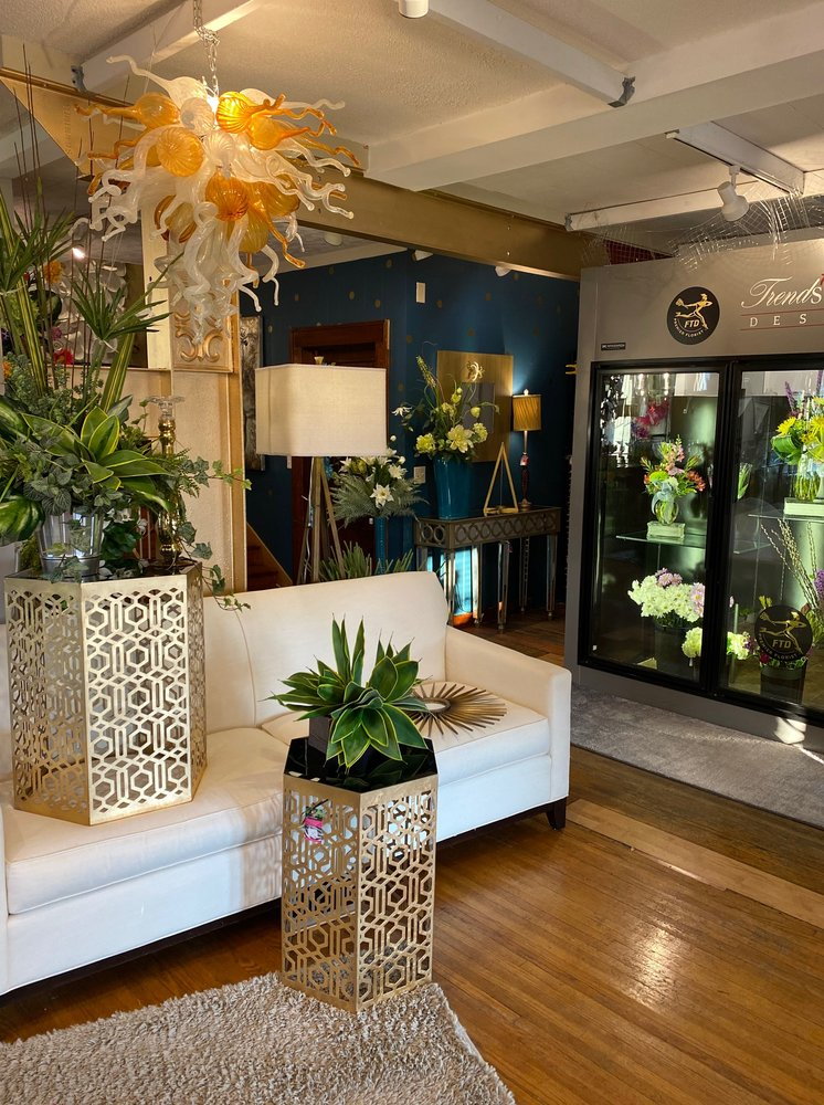 Trendsetters Floral: 309 N Main St, Chatham, IL
