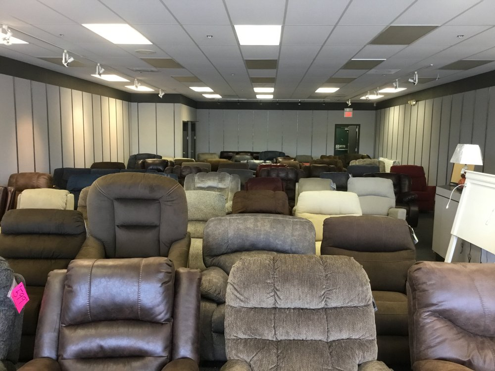 Furniture and Mattress: 1000 Warrenton Outlet Ctr, Warrenton, MO