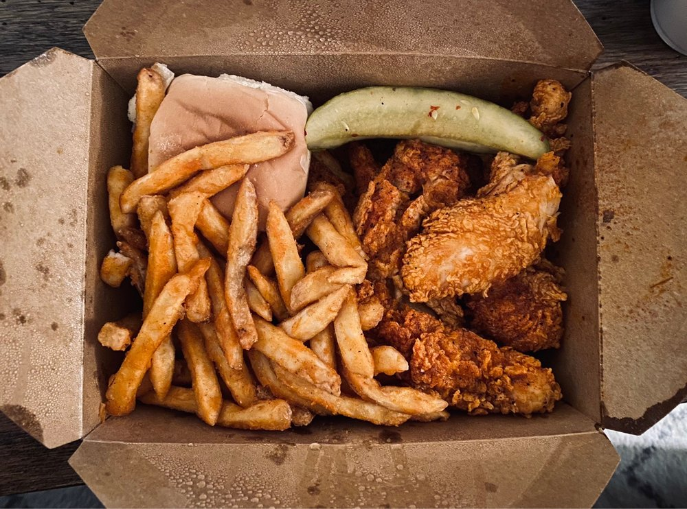 Mary Sue's Nashville Hot Chicken: 120 E US Hwy 80, Forney, TX