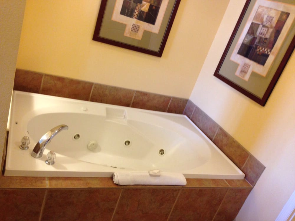 Jacuzzi Tub For The Win In The Bedroom Yelp