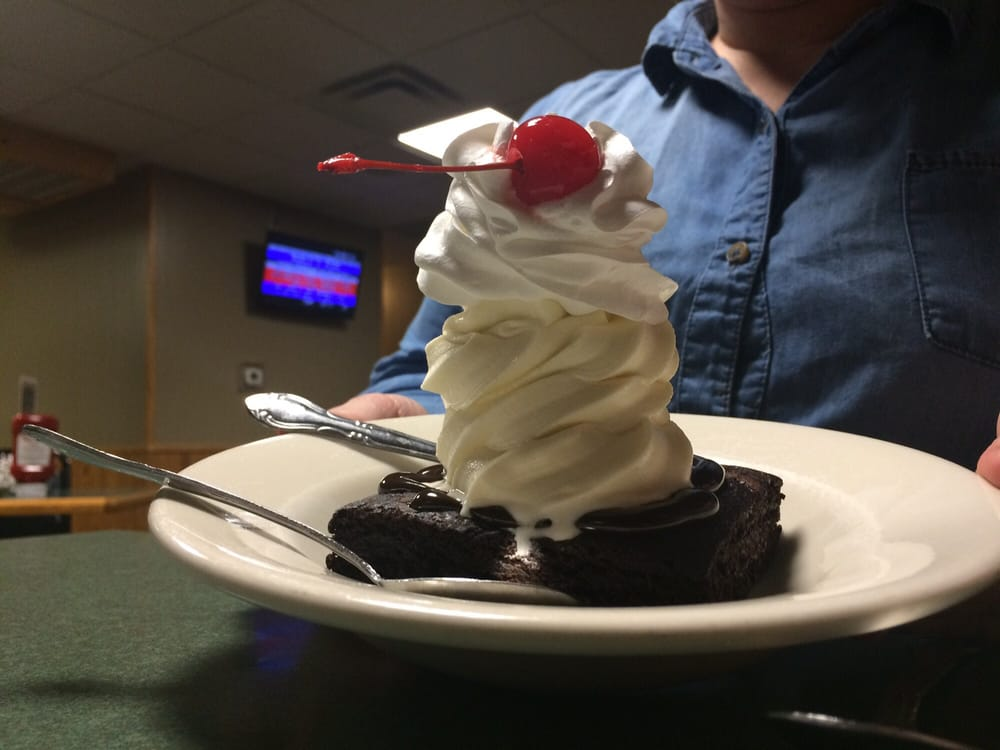 Northlake Cafe: 813 2nd St NW, Baudette, MN