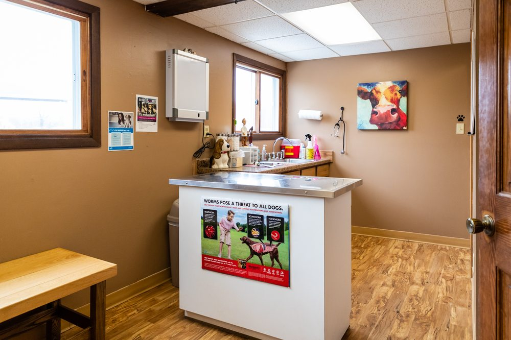 Phillips Veterinary Clinic: 6891 W Liberty Ln, Phillips, WI