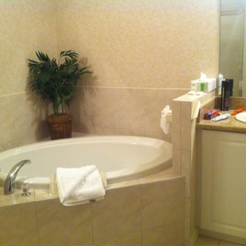 Jacuzzi tub in master bedroom - Yelp