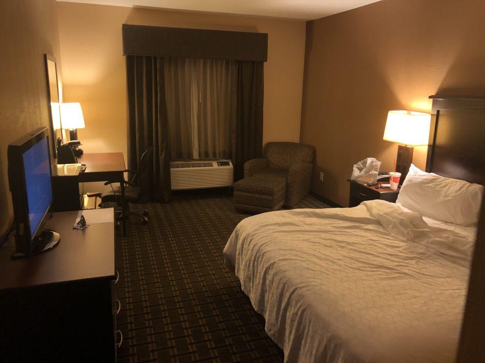 Holiday Inn Express & Suites Texarkana East: 5210 Crossroads Pkwy, Texarkana, AR