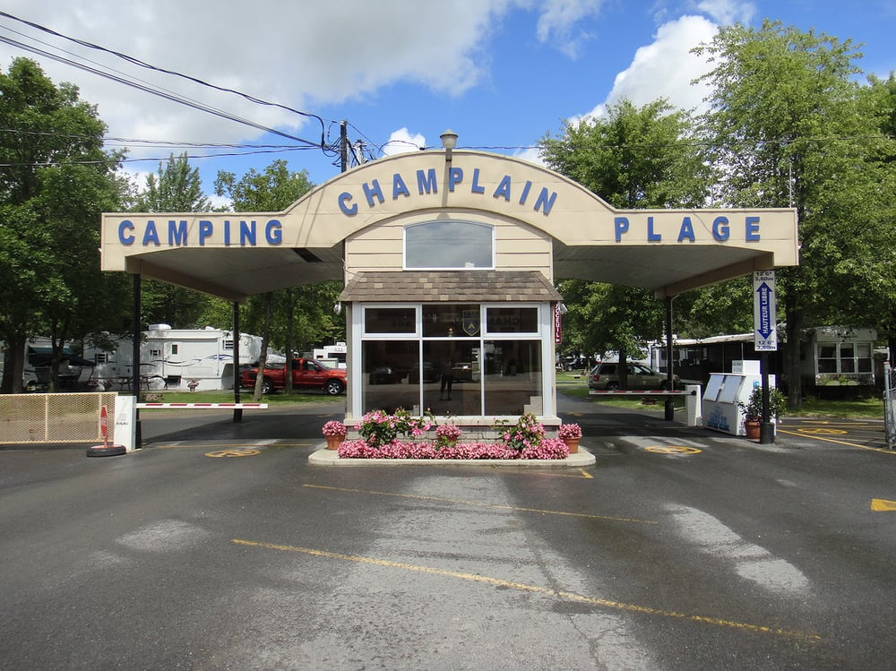 Camping champlain plage campgrounds 29 avenue de for Club piscine quebec qc