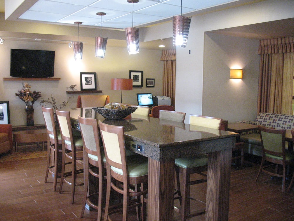 The Granite Topped Community Table In The Hotel S Dining