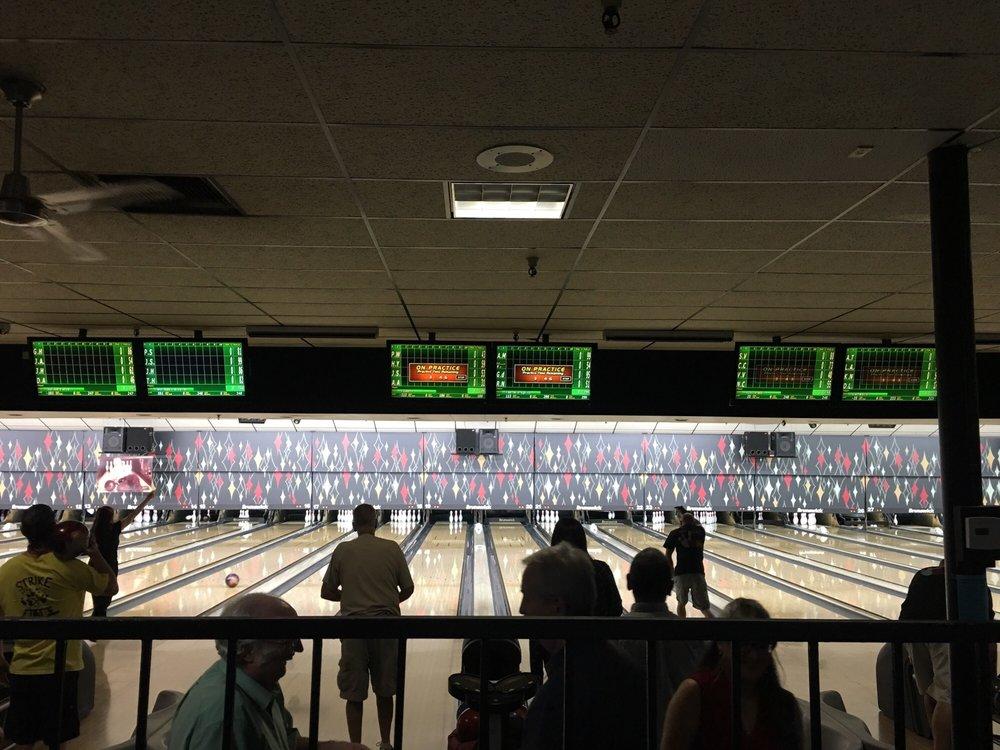 La Habra 300 Bowl: 370 E Whittier Blvd, La Habra, CA