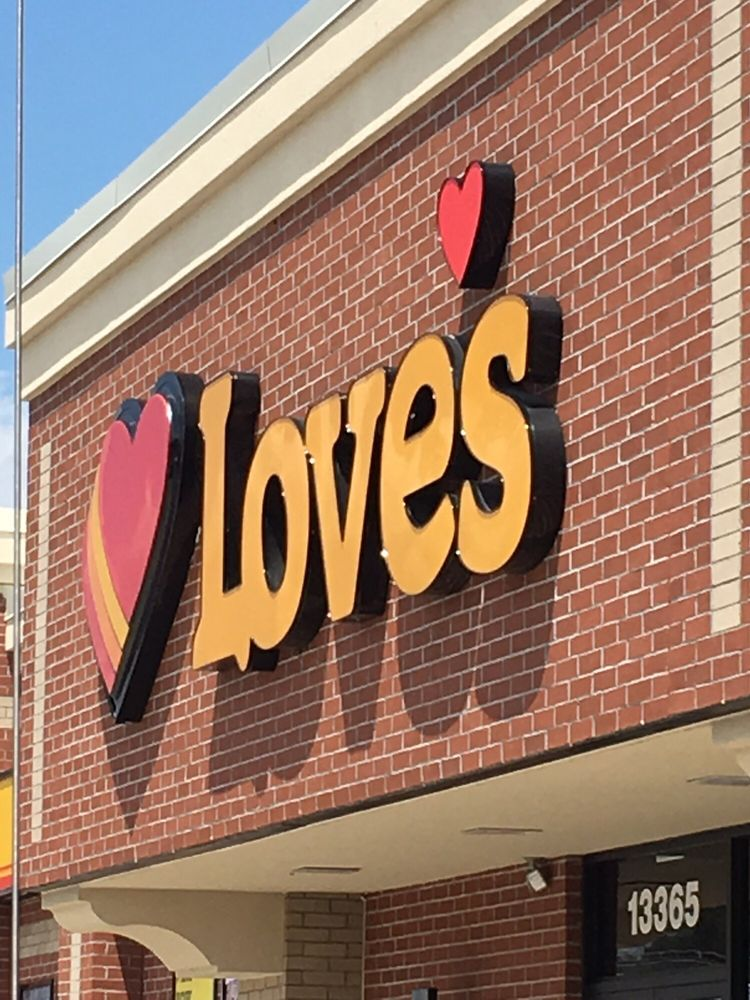 Love's Travel Stop: 13365 Glenbrook Ave, Meadowview, VA