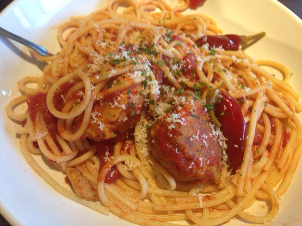 Cucina mia my choice of bucatini with spicy diavolo sauce and chicken meatballs yelp for Olive garden cucina mia topping grilled chicken