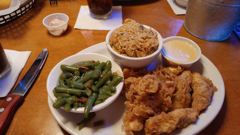 Texas Roadhouse: 800 W Paradise Dr, West Bend, WI