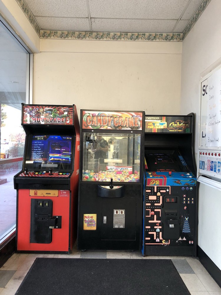 Launderland Coin-Op Laundry: 554 Shaw Ave, Clovis, CA