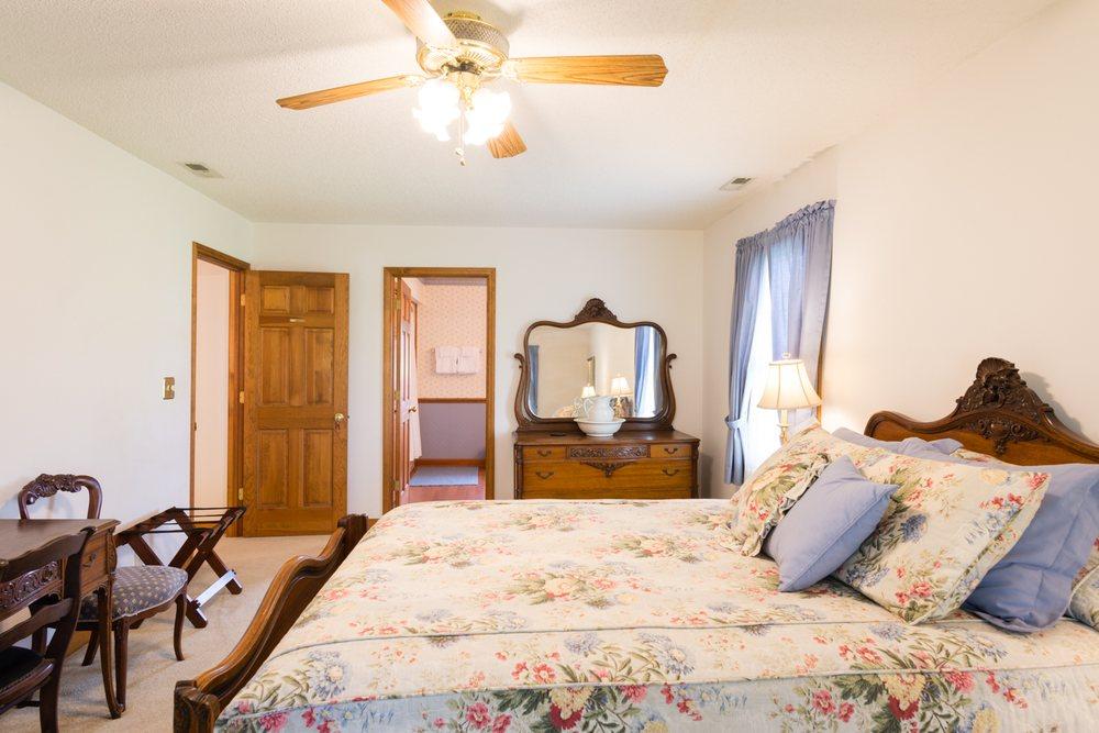 Otway House Bed & Breakfast: 368 Hwy 70  Otway, Beaufort, NC