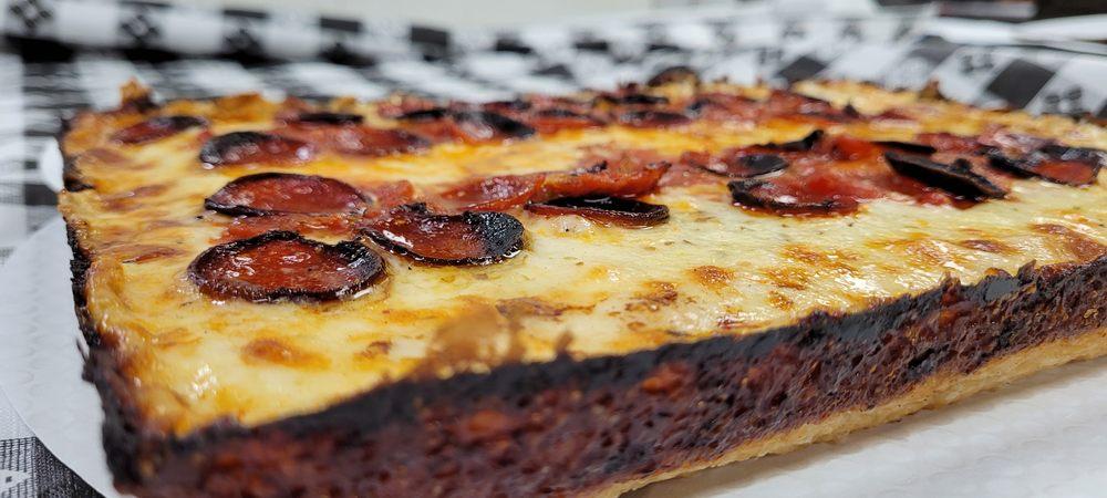 Lariano's Pizzeria And Italian Beef: 426 N York St, Elmhurst, IL