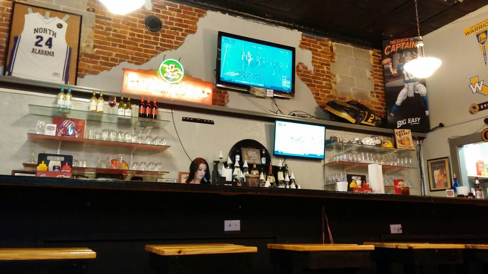 2nd & 13 Sports Bar and Grille: 213 North Montgomery Ave, Sheffield, AL