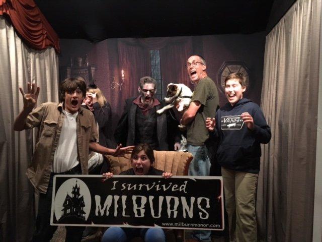 Milburn's Haunted Manor: 11503 Broadacres Rd NE, Hubbard, OR