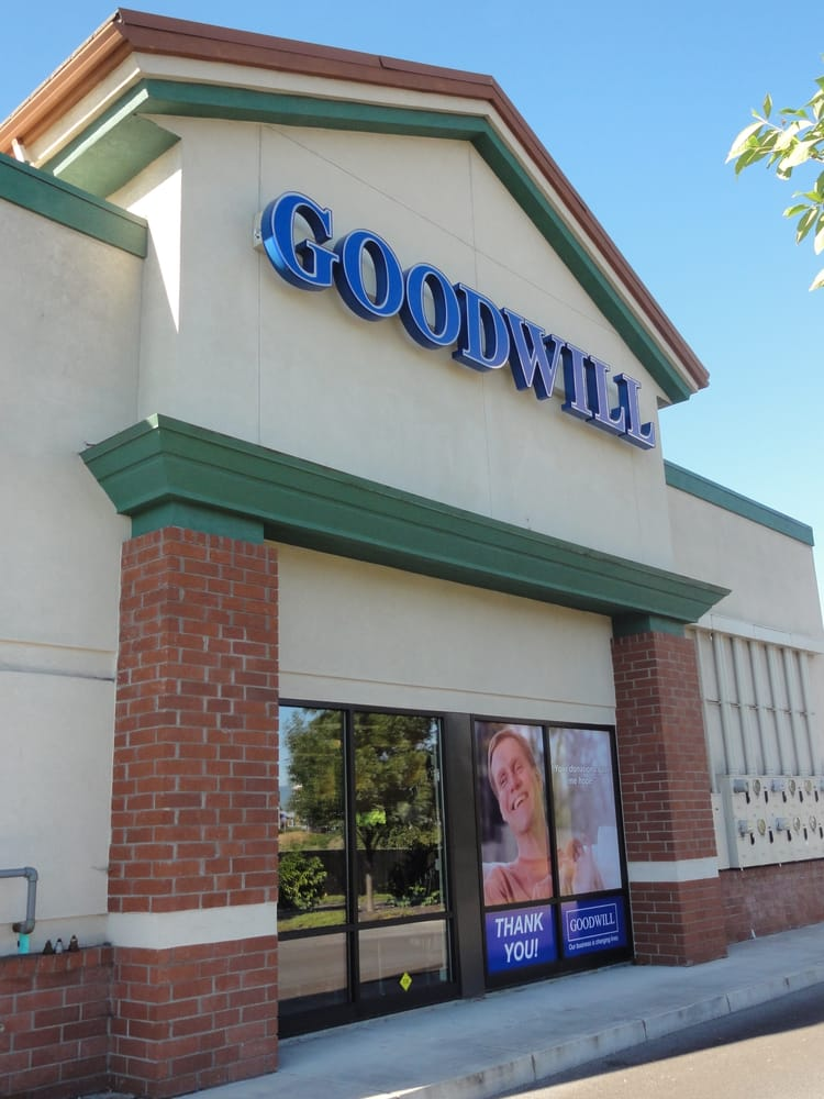 Goodwill Central Point In Mountain View Plaza Off Freeman