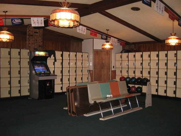 Vista Lanes & Lounge: 5214 N US Hwy 23, Oscoda, MI