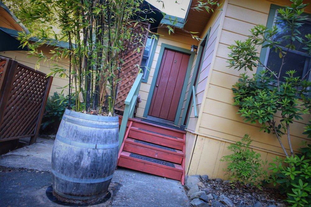 Anderson Valley Inn: 8480 Hwy 128, Philo, CA
