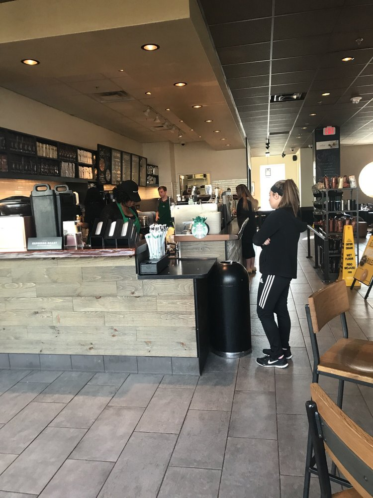 Starbucks: 801 E Main St, Radford, VA