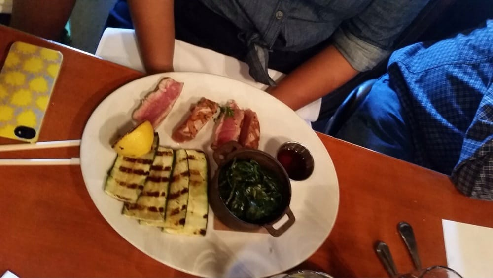 Grilled ahi with sides of zucchini and spinach skimpy for Kings fish calabasas