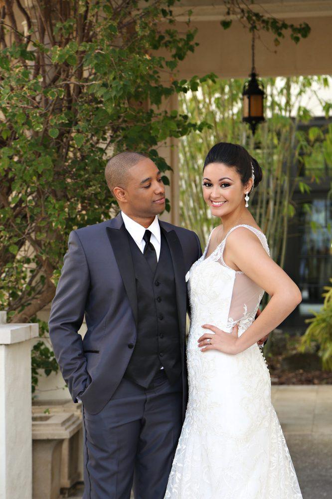 Carolyn Allen's Bridals And Tuxedos